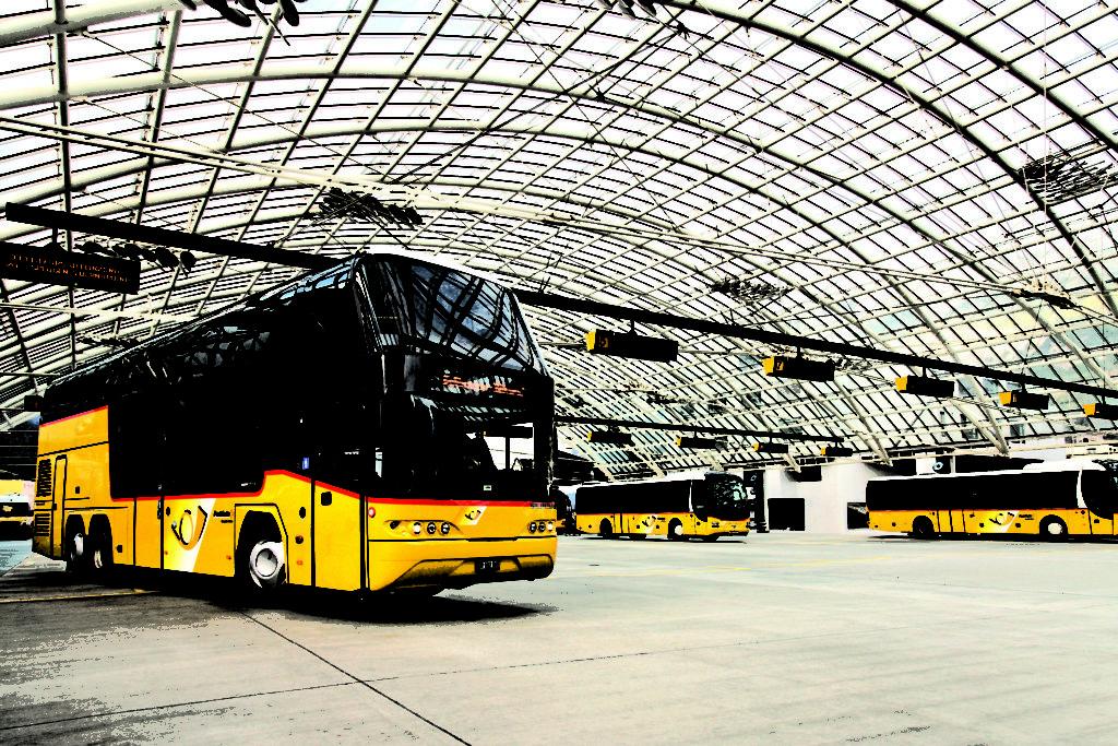08-Eilkurs Bellinzona - Abfahrt PostAuto-Station Chur